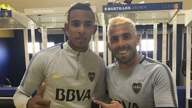 Tevez, con su nuevo look, y Sebastián Villa<br>
