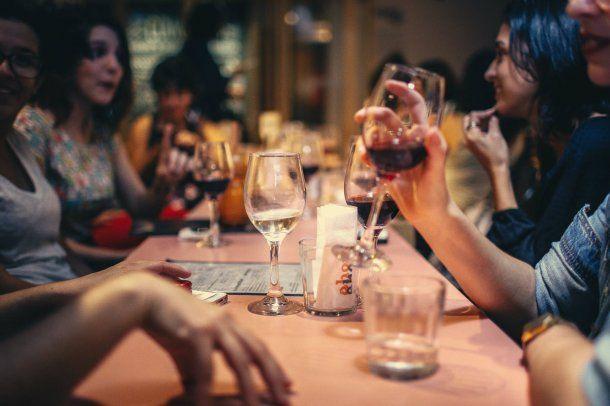 Los argentinos eligen comer afuera como una oportunidad para encontrarse con sus seres queridos