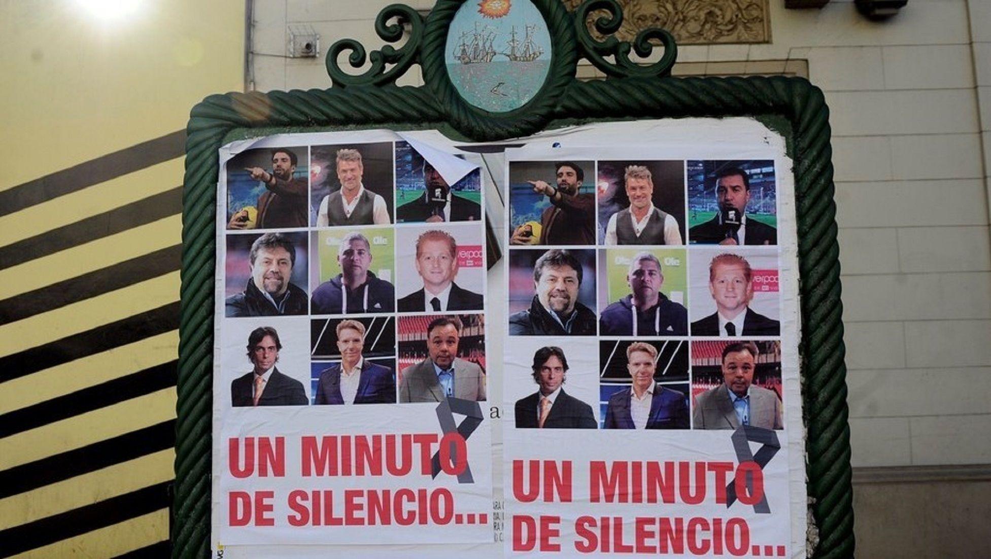 Los afiches que adornaron la avenida San Juan (foto: Clarín)