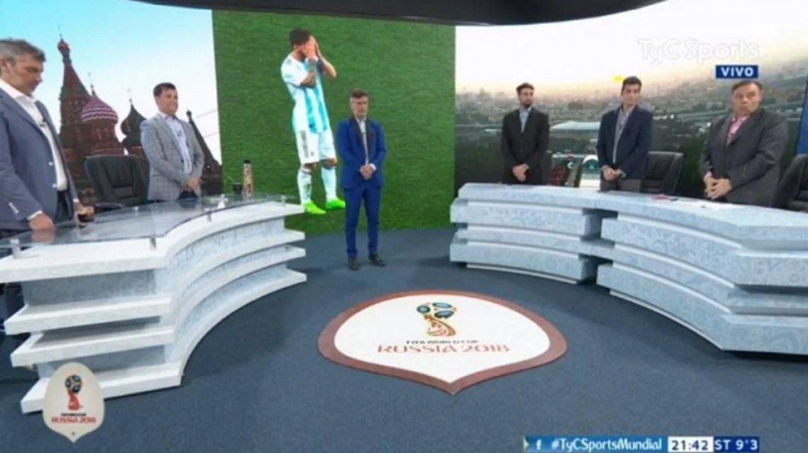 Los periodistas del programa No Todo Pasa hicieron un minuto de silencio por la Selección.