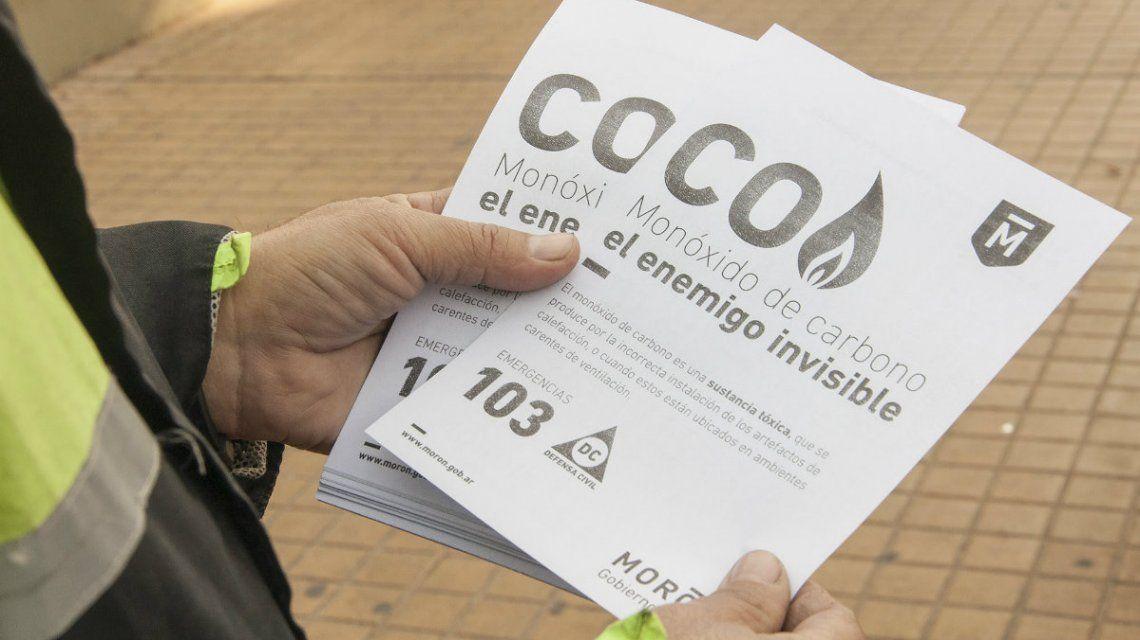 Los folletos que repartieron en Morón a propósito de la campaña contra el enemigo silencioso