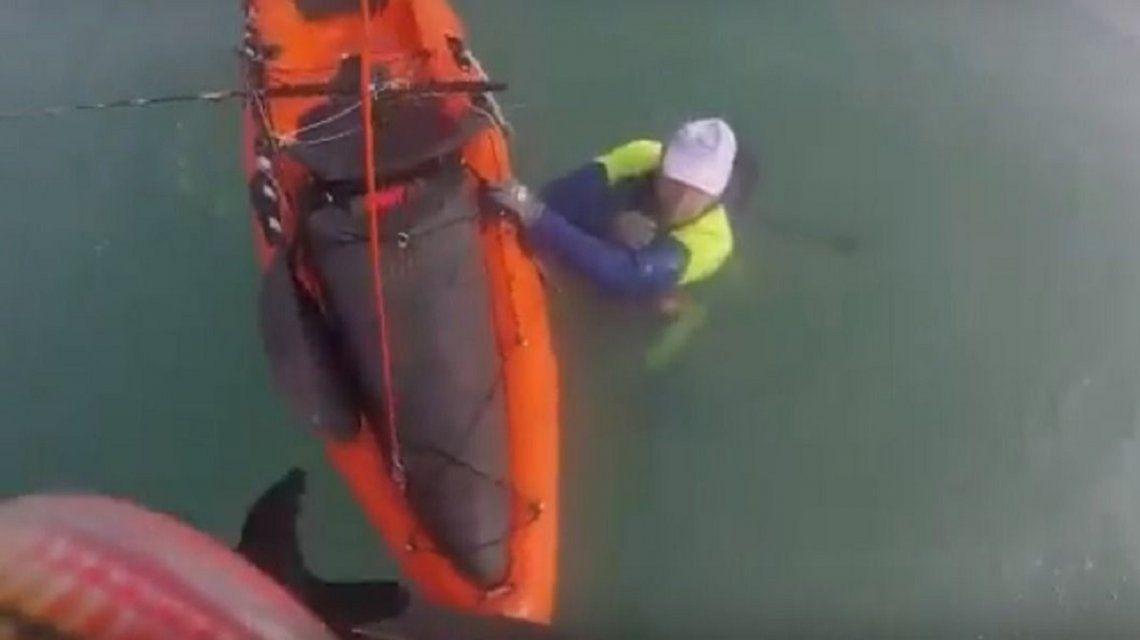 Prefectura rescató a dios kayakistas atrapados en el mar