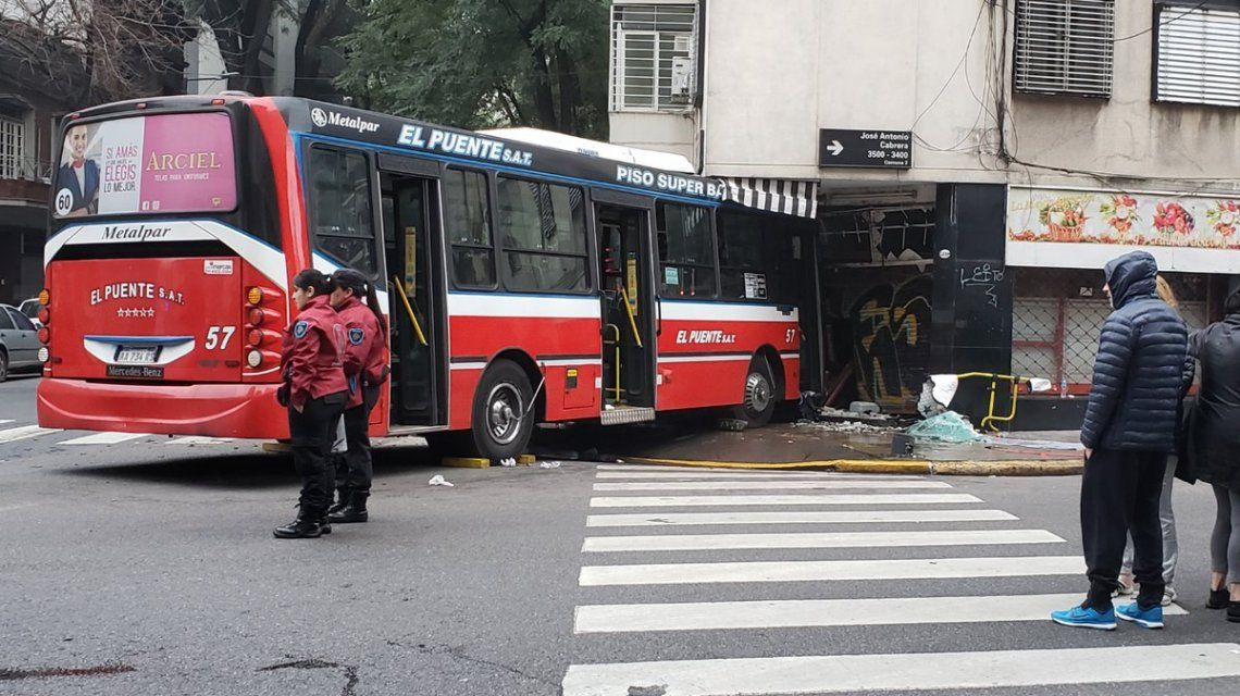 Al menos 13 personas resultaron heridas tras el choque entre un colectivo y un auto en Palermo