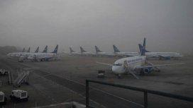 Demoras y cancelaciones en Ezeiza y Aeroparque por niebla