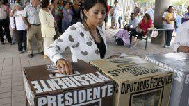México elige presidente en unas elecciones en las que un izquierdista es favorito