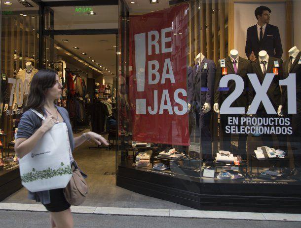 Los comercios ofrecen rebajas pero la gente mira para otro lado<br>