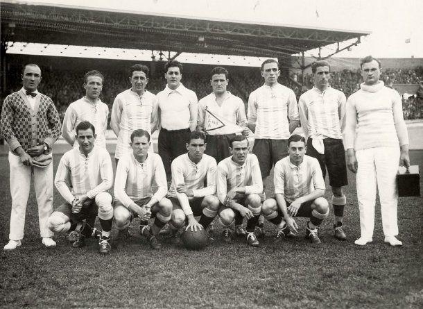 <p>José Lago Millán, arriba a la izquierda, fue un español que dirigió a la Selección<br></p>