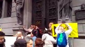 Escrache a Elisa Carrió: le piden propina en la puerta del Congreso