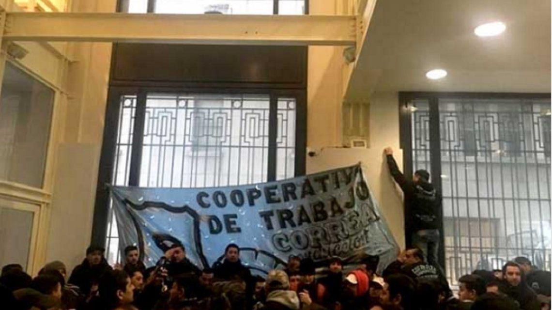 Una cooperativa tomó el ministerio de Energía porque no pueden pagar las tarifas
