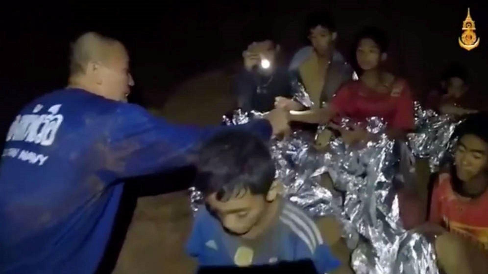 El rescate de los 12 chicos atrapados en una cueva de Tailandia será gradual