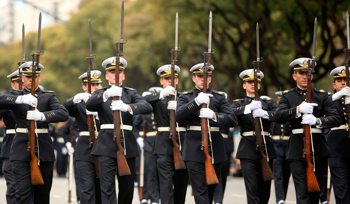 En medio de la polémica por aumentos salariales se suspendió el desfile militar del 9 de julio