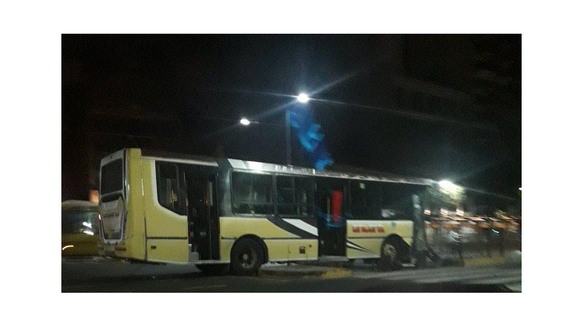 Choque en Palermo: un colectivo se estrelló contra la parada del Metrobus
