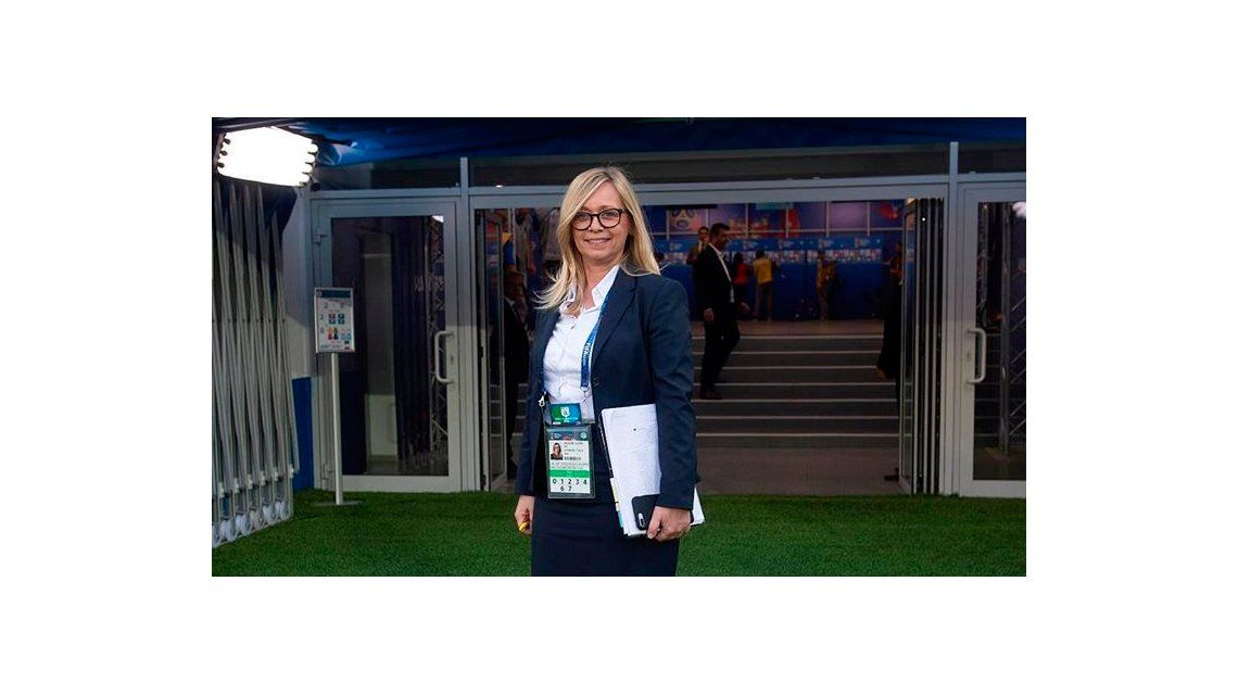 La mujer representa la lucha que llevan adelante las mujeres para ser reconocidas dentro del fútbol