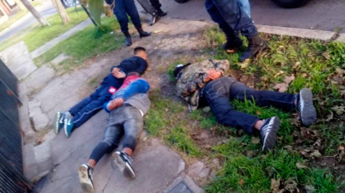 Los tres delincuentes fueron detenidos en el momento