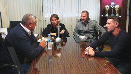 Tapia con los ex integrantes del cuerpo técnico de Sampaoli
