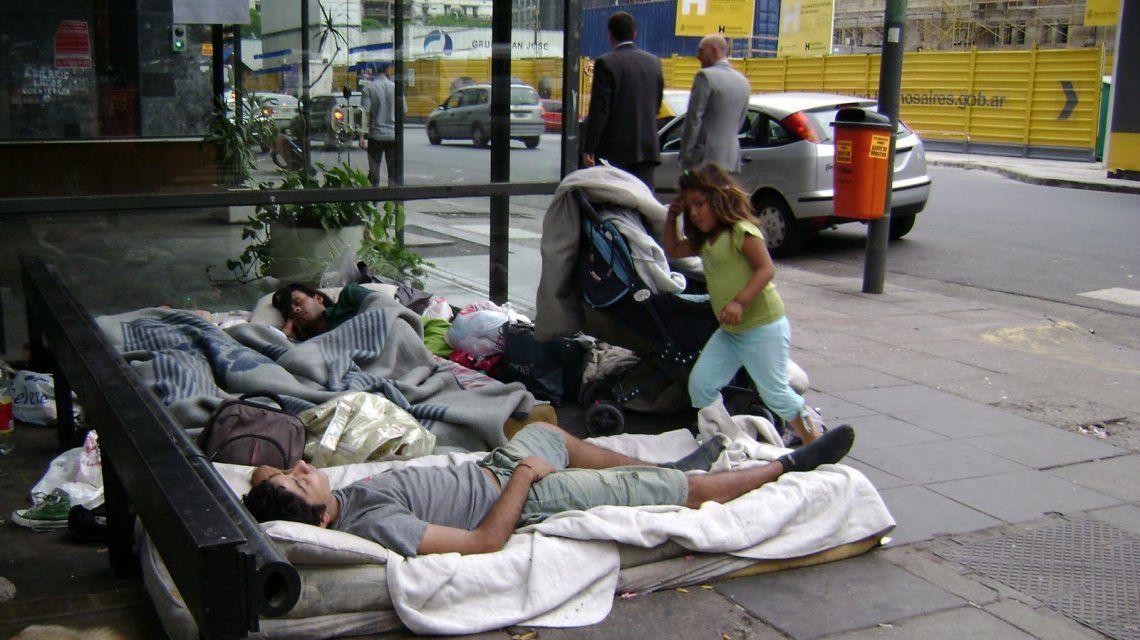 Crece la cantidad de gente durmiendo en las calles por la pobreza