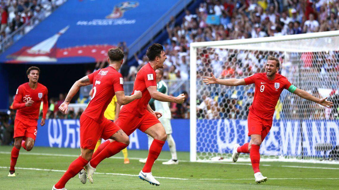 Maguire festeja ante la mirada del capitán Kane