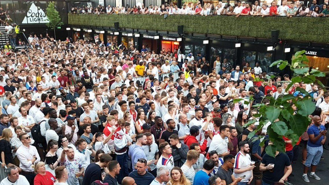 Boxpark Croydon se llenó de fanáticos para ver el Mundial