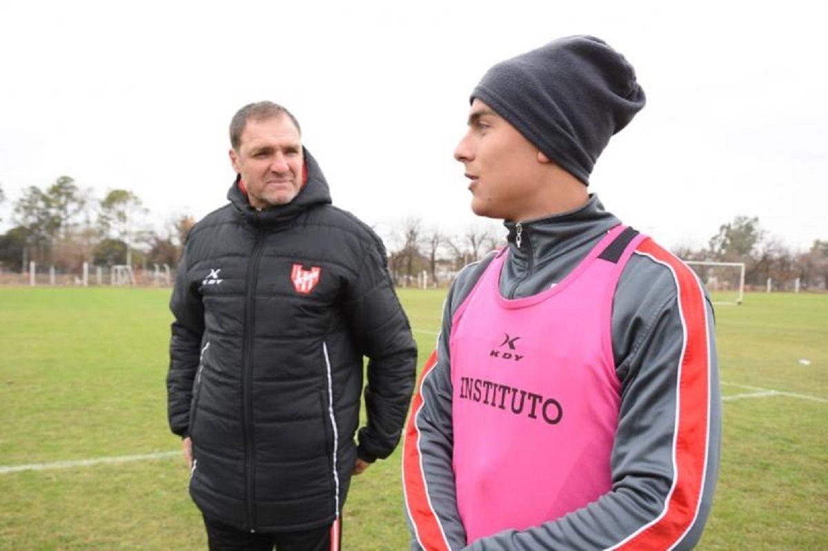 Darío Franco con Paulo Dybala
