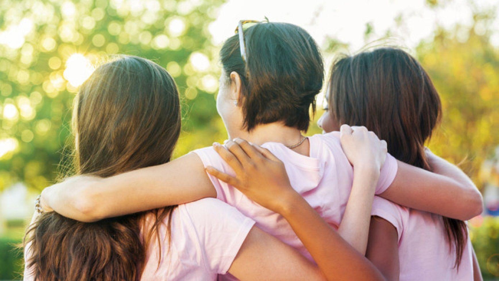 Pedían un hogar y lo tendrán: una mujer adoptará a tres hermanitas que no querían ser separadas