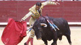 Tremenda cornada le arranca parte del cuero cabelludo a un torero en España