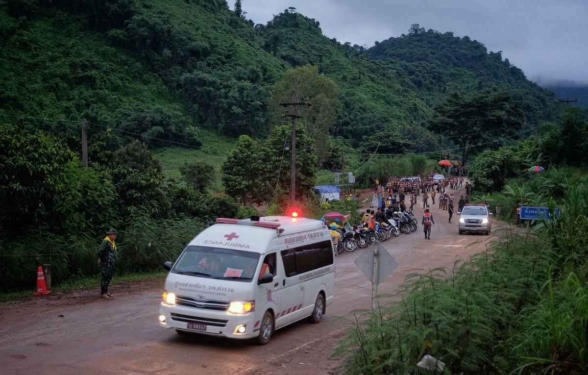 Chicos atrapados en una cueva de Tailandia: ya sacaron a cuatro, pero frenaron el rescate