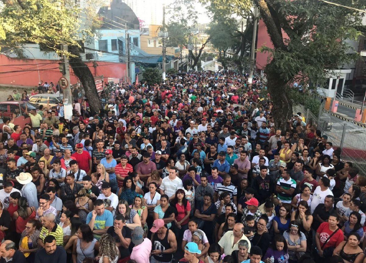 Concentración de militantes del sindicato de Metalúrgicos aguardan por la liberación de Lula.
