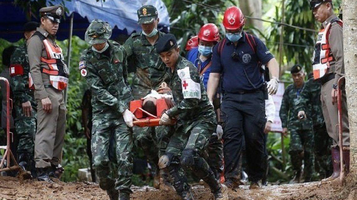 Se reanudó el rescate en la cueva de Tailandia: sacaron a otros cuatro chicos
