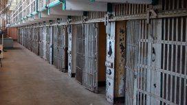 Un preso por violencia de género defecó en su calabozo y se comió su propio excremento