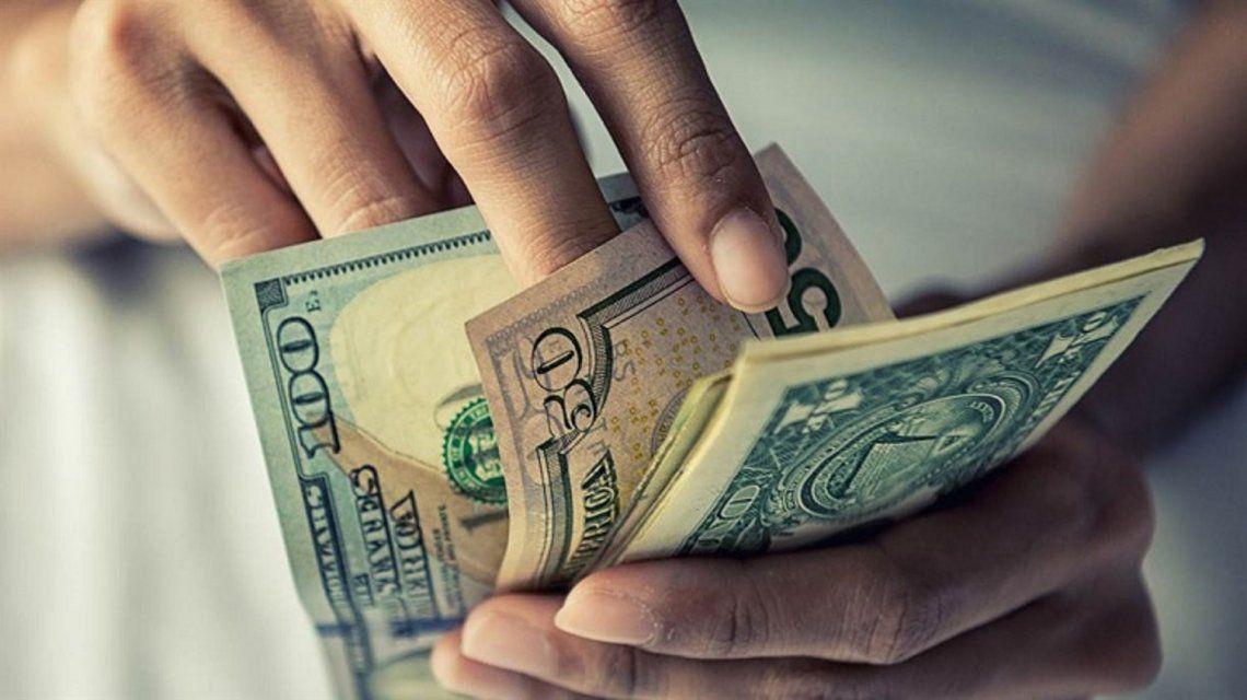 Tras el jueves negro, el dólar retrocedió casi dos pesos y cerró la semana a $38
