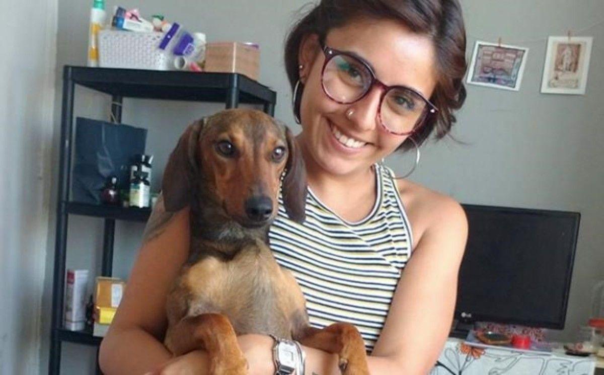 Encuentran a un perro que estuvo perdido en el desierto tras escapar del aeropuerto