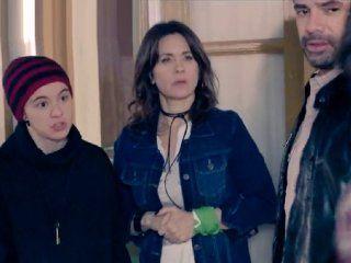Nancy Dupláa con el pañuelo verde de la lucha por el aborto legal, seguro y gratuito