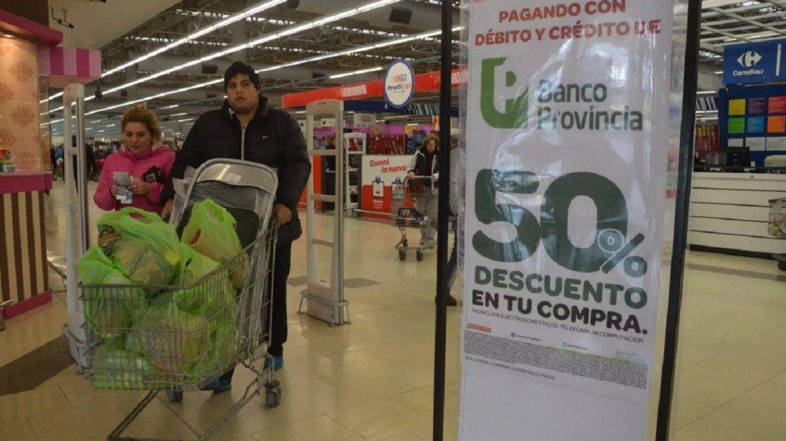 Para reactivar el consumo, vuelve la promoción de 50% de descuento en supermercados