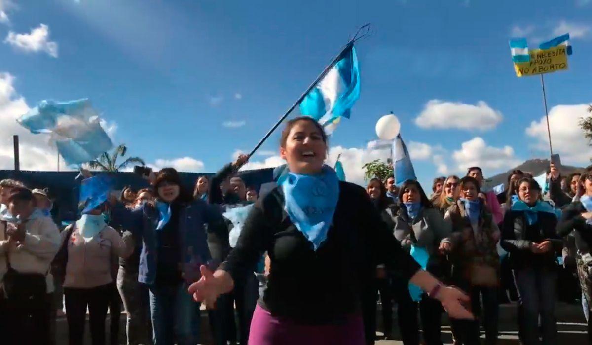 VIDEO: El baile provida contra el aborto que es furor en Salta