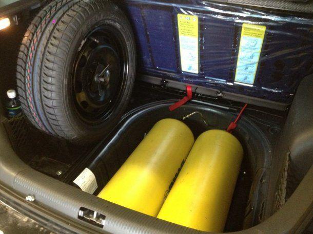 Los clásicos tubos amarillos vuelven a los autos por la crisis<br>