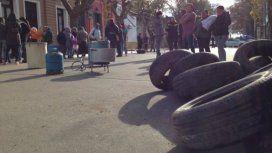 Apenas 40 personas se reunieron frente a la Municipalidad de San Pedro y los corrió la policía