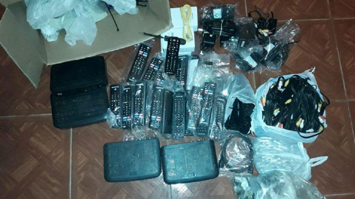Estos eran los decodificadores y modems que robaban