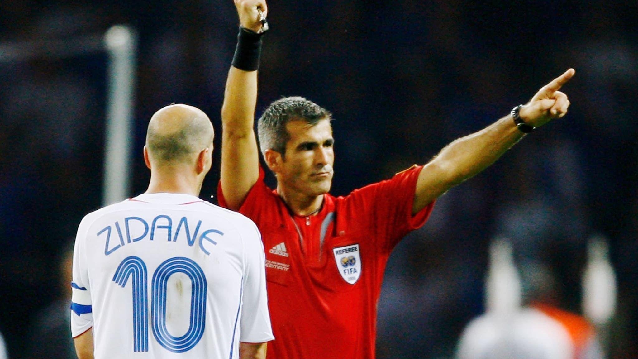Horacio Elizondo expulsando a Zinedine Zidane