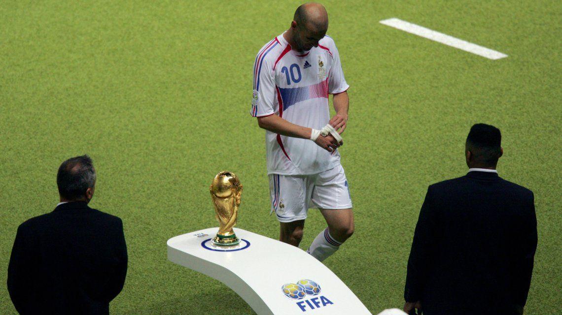 Zinedine Zidane se va del Mundial 2006 y del fútbol