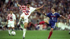 Vlaovic y Deschamps, el actual DT de la selección de Francia, en el partido del Mundial 98