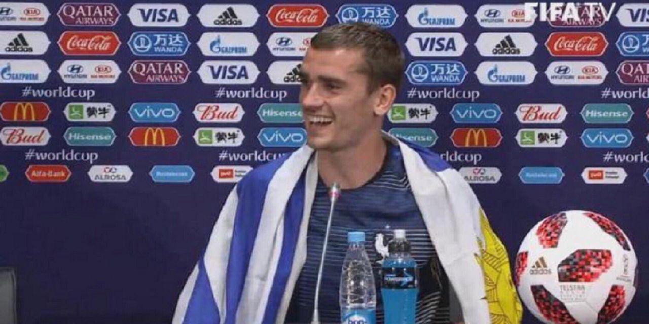 Griezmann, el mejor jugador de la final, ¡festejó con la bandera de Uruguay!