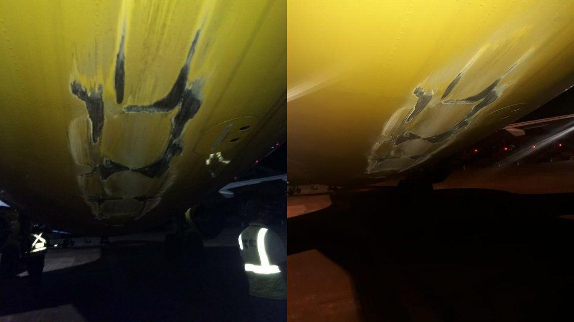 Así quedó el avión de Flybondi que chocó su cola con la pista y no pudo despegar