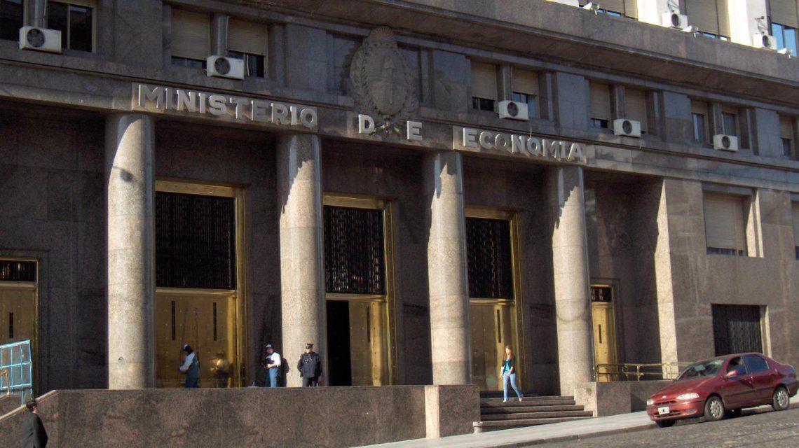 Otra limitación: el ministerio de Hacienda suspendió la venta diaria de dólares