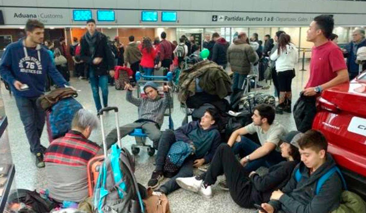 Flybondi dejó a 180 pasajeros varados en Córdoba y les ofrece viajar en colectivo