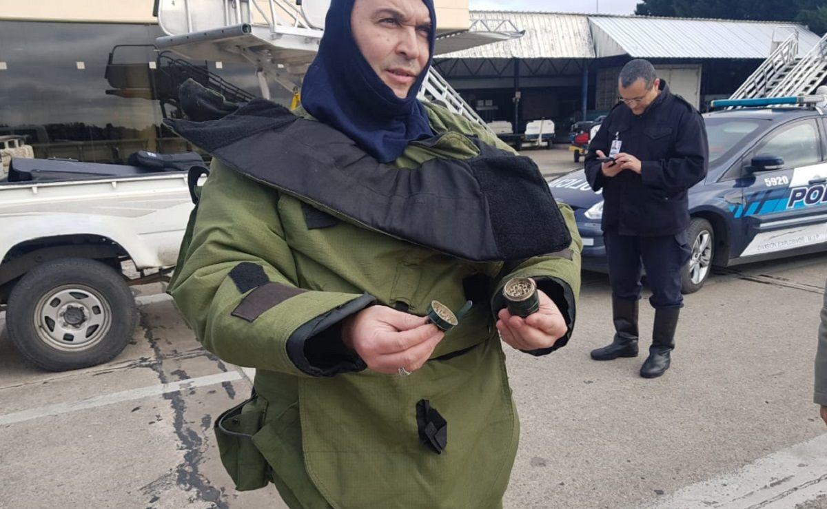 La granada encontrada (foto: @LocaMenopaucica)