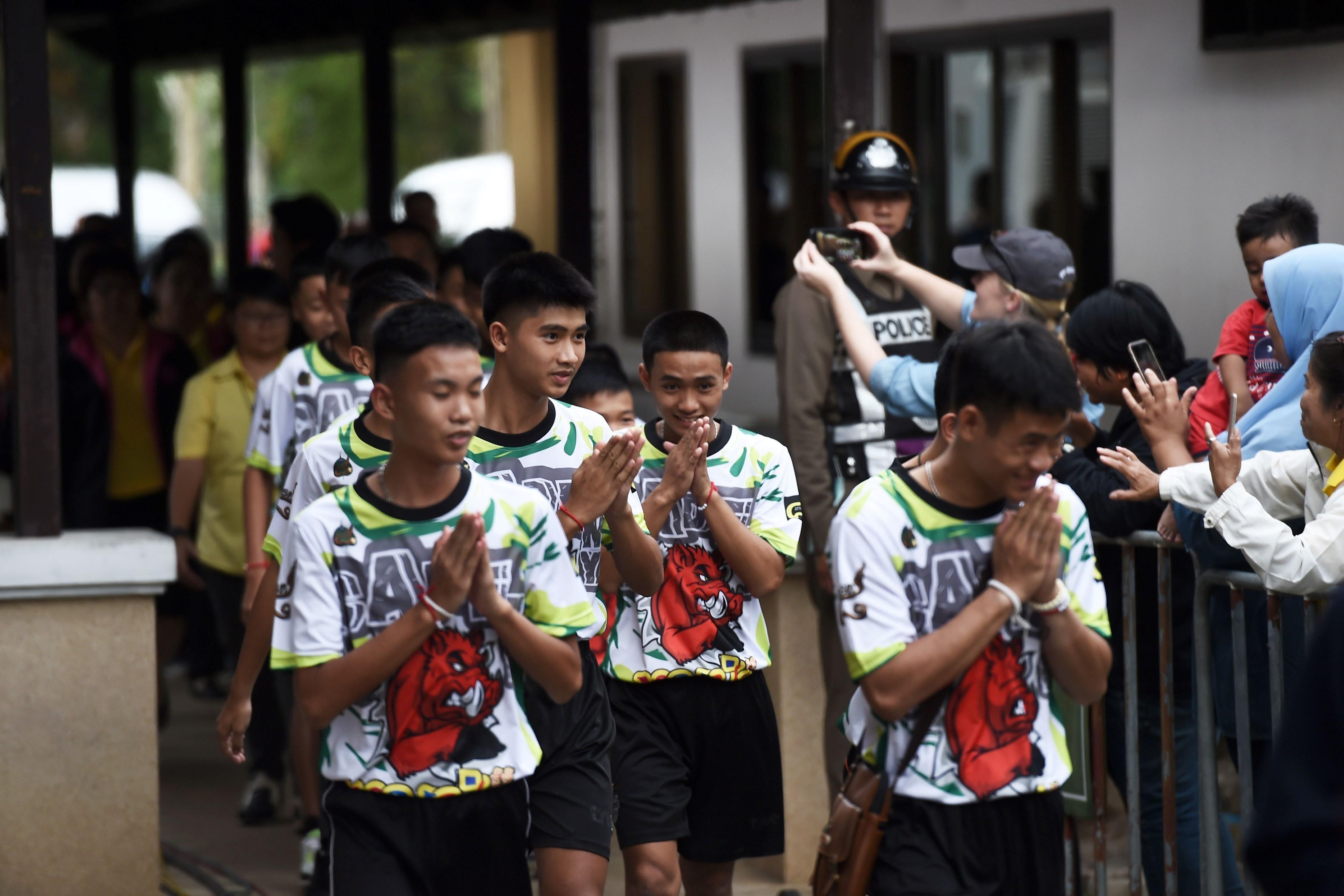 Les dieron el alta a todos los chicos rescatados de una cueva en Tailandia