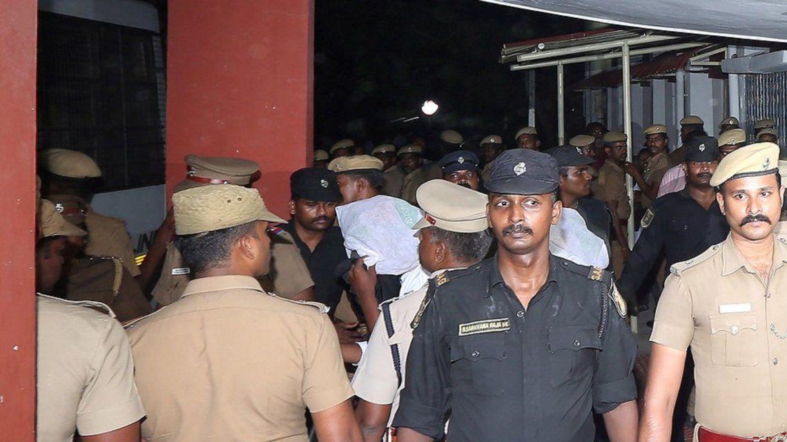 Horror en la India: 17 hombres violaron a una nena de 12 años