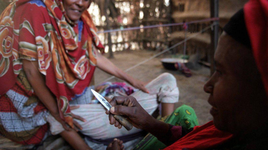 En la mayoría de los países donde se practica la MGF se somete a las chicas antes de la pubertad