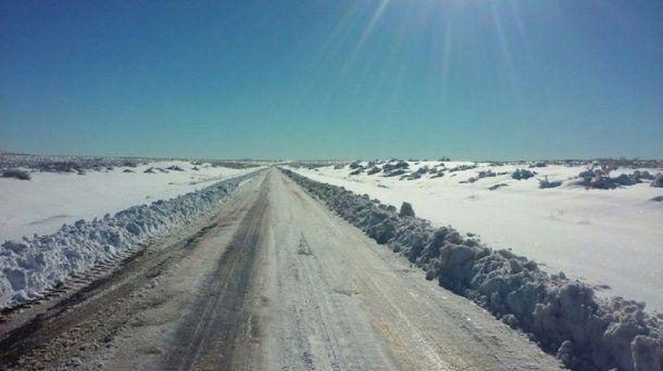 La nevada en Neuquén bloqueó rutas - Crédito: lmneuquen.com