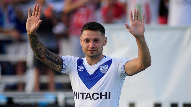 Mauro Zárate con la camiseta de Vélez